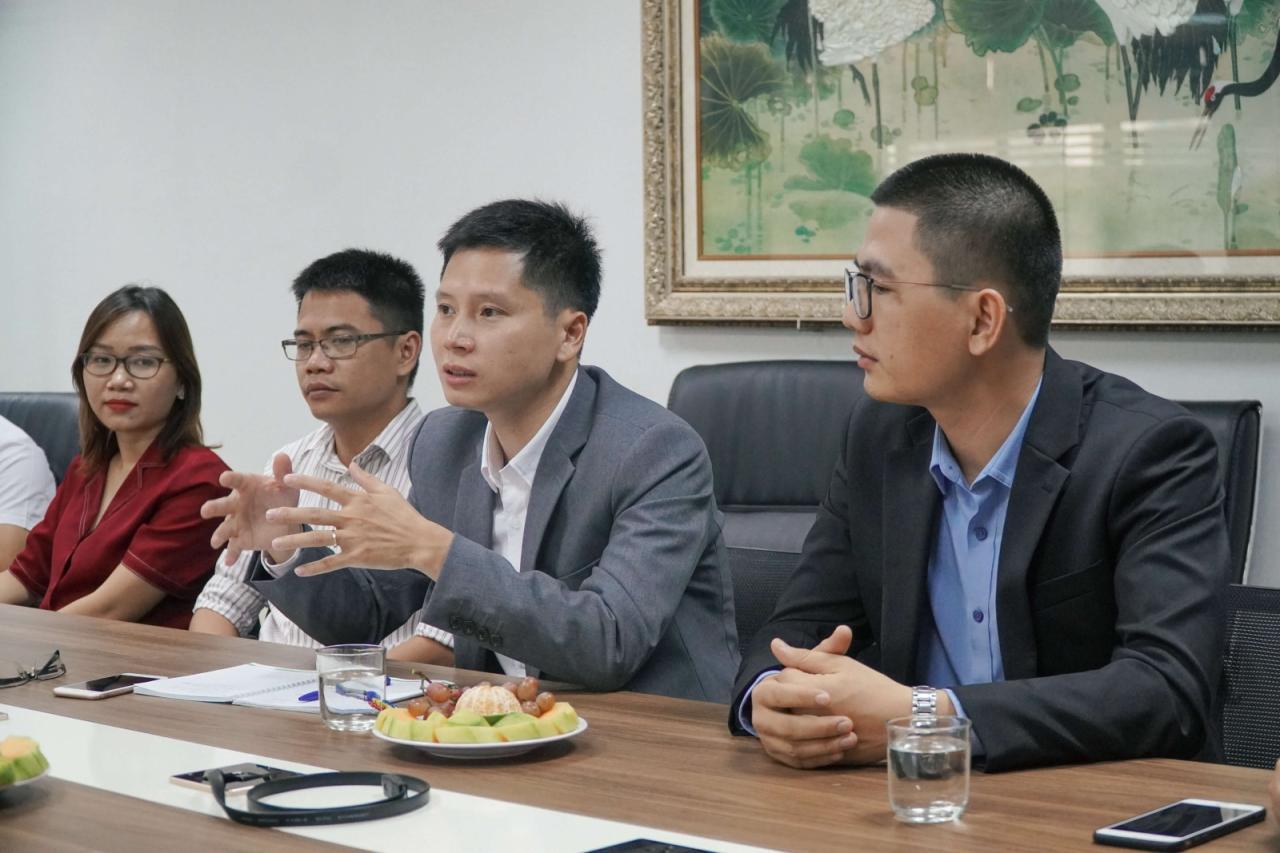 Nguyễn Đức Tài - TGĐ Lumi trao đổi cùng Ông Phạm Hồng Quất - Cục trưởng cục phát triển thị trường và Doanh nghiệp KHC - Bộ Khoa học Công nghệ