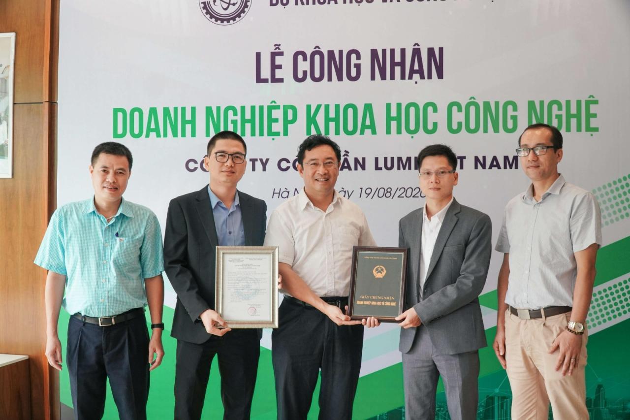 Nhà thông minh Lumi nhận chứng nhận doanh nghiệp khoa học công nghệ